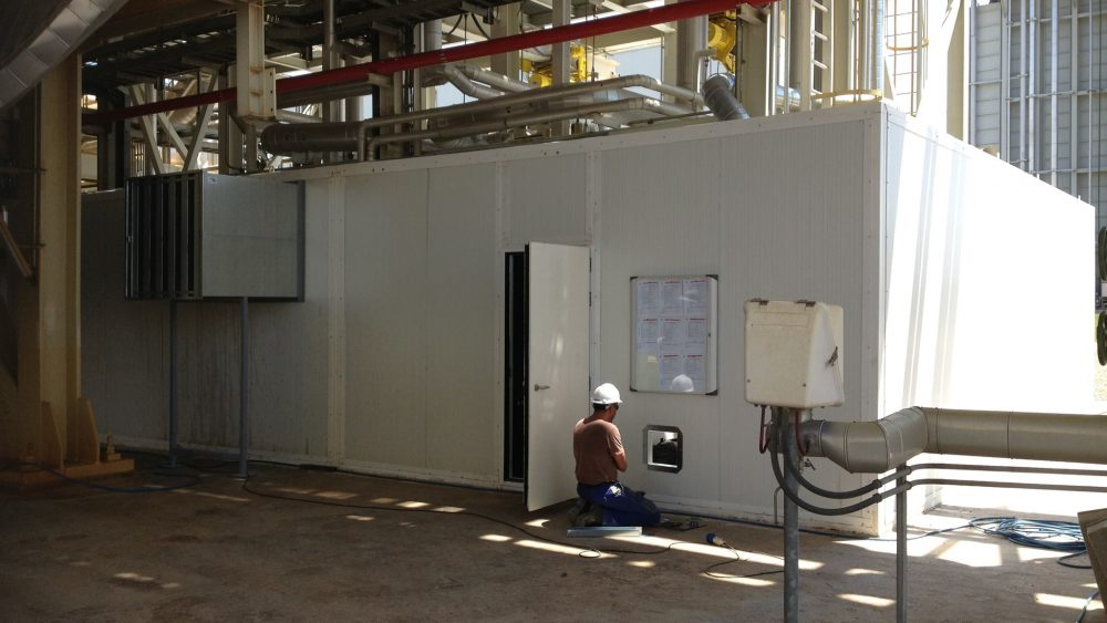 cabina insonorizada I 1000x563 - Insonorización Acústica ¿Cómo afecta el ruido en entornos industriales?