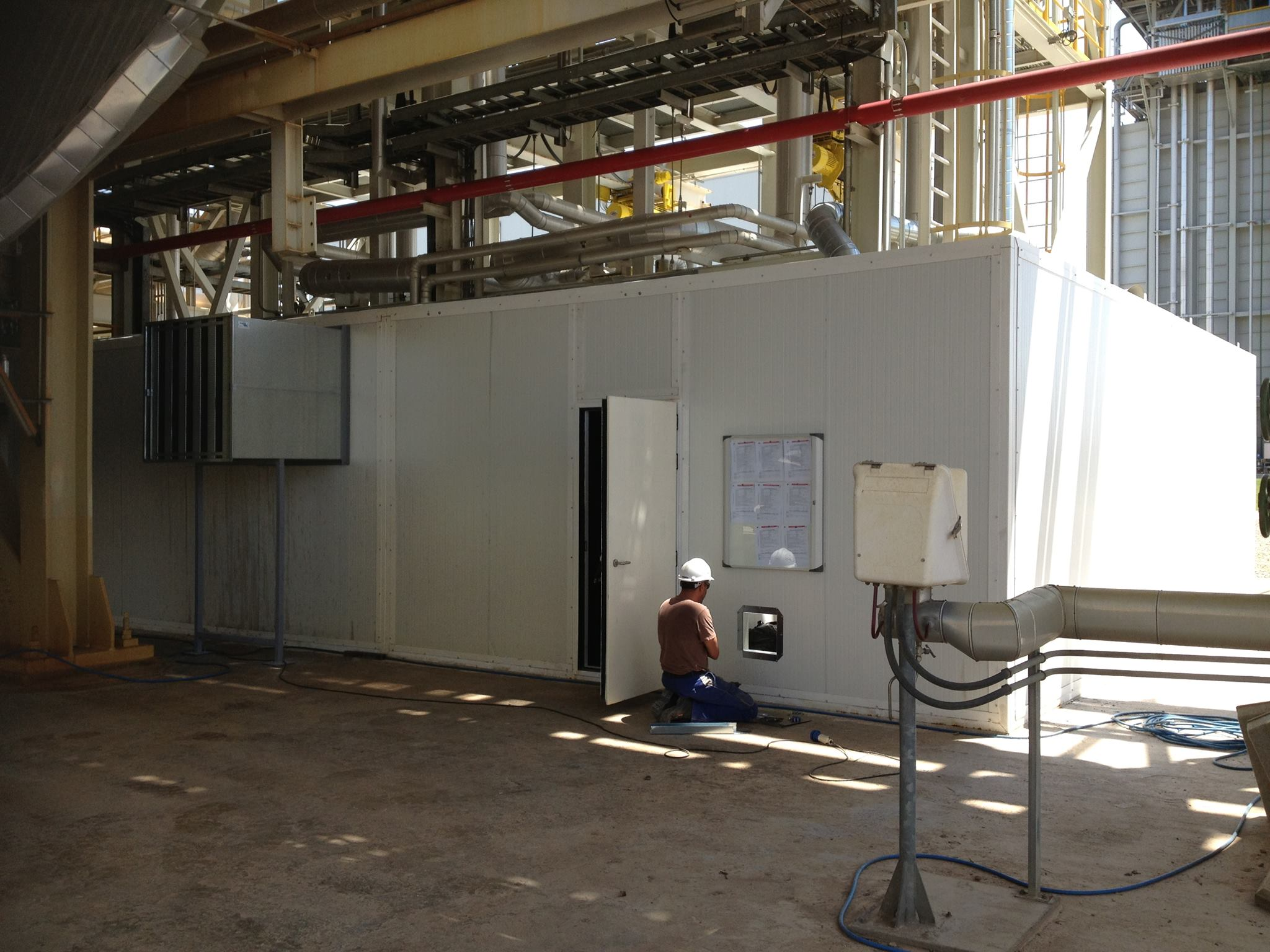 cabina insonorizada I - SILEN Y SISTEM Ingeniería acústica - Aislamientos acústicos - Silenciadores  Acústicos- Acústica Industrial - Puertas acústicas