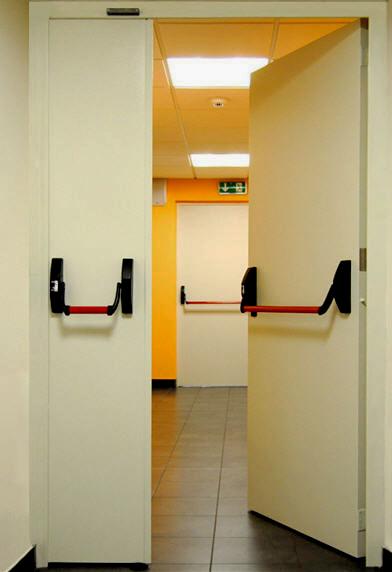 Doble Puerta acústica con doble barra antipánico